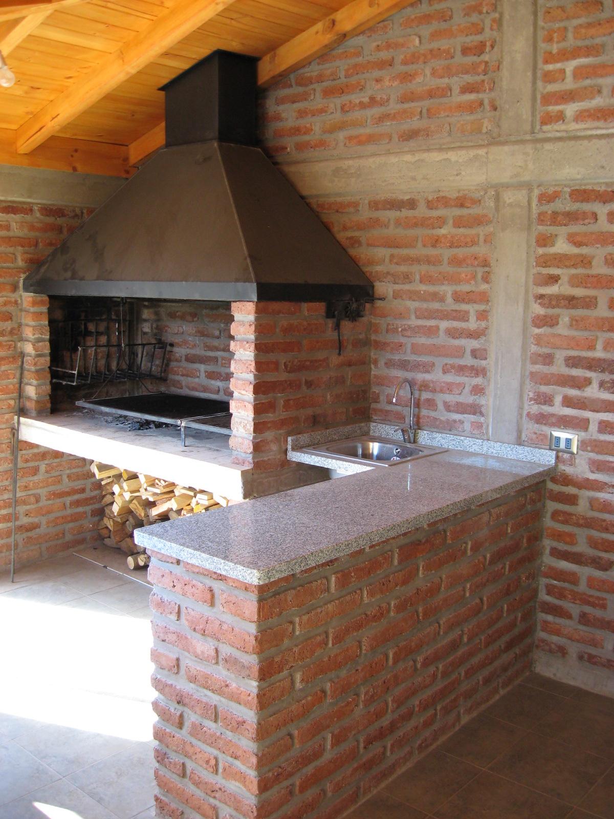 3 quincho sconstrucciones for Asador de ladrillo para jardin